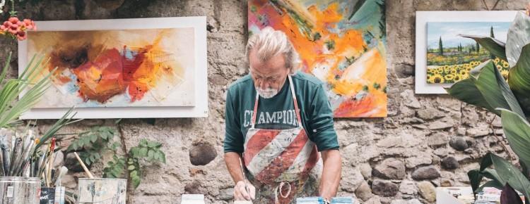 Homme qui peint