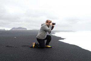 Photographe à genoux